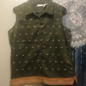 Button down sleeveless tank sz L